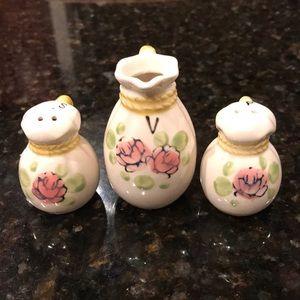 Vintage salt/pepper/vinegar set. Made in Japan